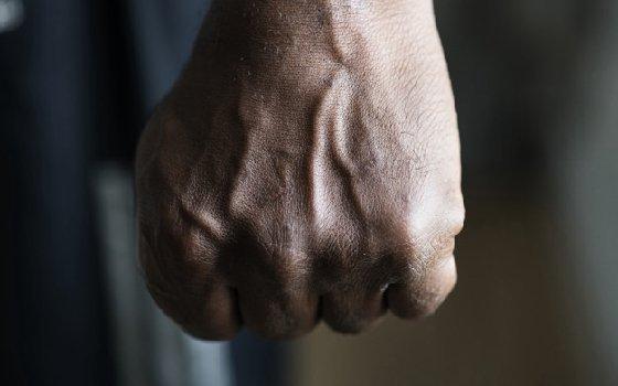 В Смоленской области осудят подозреваемого, ударившего полицейского