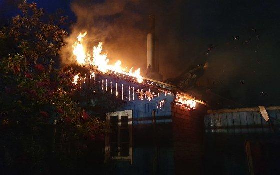 В результате пожара в смоленской деревне погиб пожилой мужчина