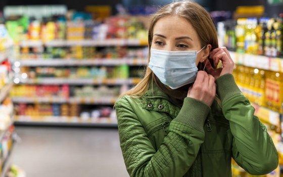 Жителям Смоленской области напомнили об обязательном ношении маски