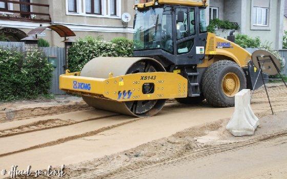 На улице Мало-Краснофлотская в Смоленске активно проводят ремонт дорог