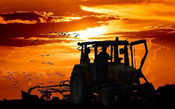 В Смоленске украли ковш для трактора