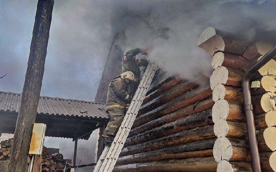 В пожаре в смоленской деревне хозяин дома потерял сознание