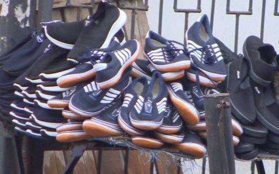 В Смоленске из магазина украли 17 пар обуви