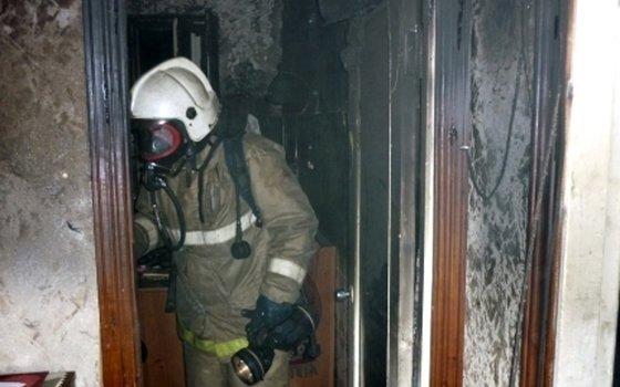 В Ярцево в многоэтажке загорелась квартира