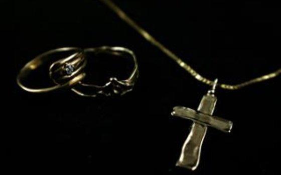 У смолянки украли золотые украшения на 85 тысяч рублей