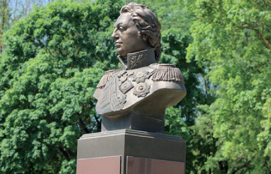 Память живёт. На улице, названной в честь Кутузова, появился новый монумент