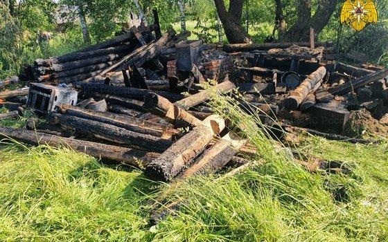 В Рославльском районе полностью сгорела баня