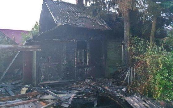 Поздно ночью в Рославле загорелась нежилая квартира