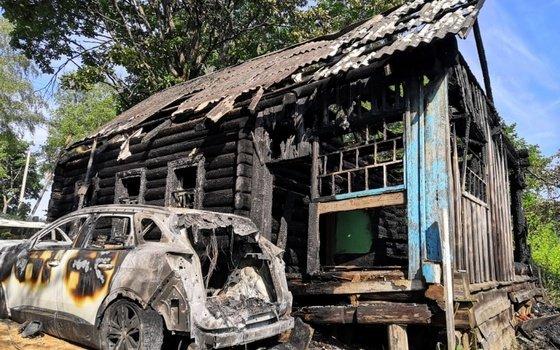 В селе Пречистое сгорели две иномарки и жилой дом