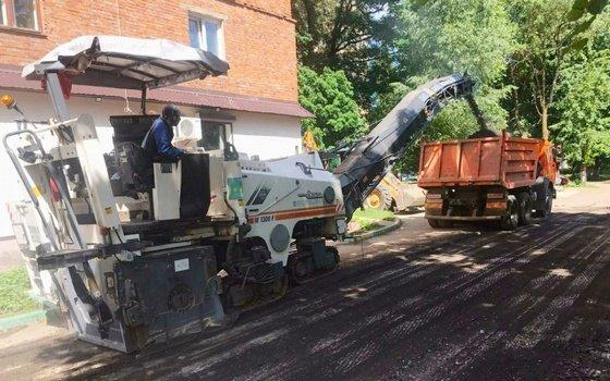 В Смоленске начали ремонтировать дворы