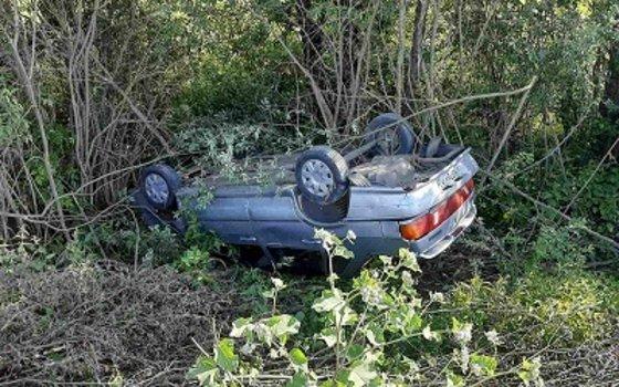 В Смоленске водитель «ВАЗа» вылетела в кювет с опрокидыванием
